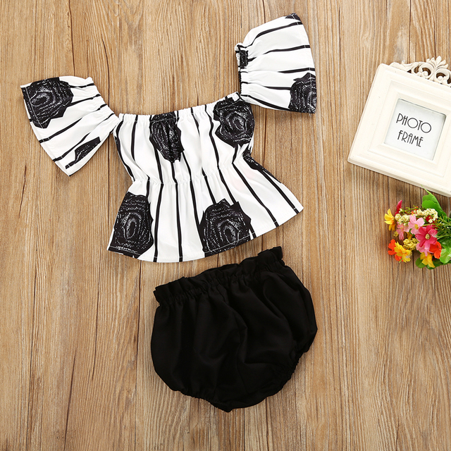 2-Pieces Floral Black Rose Hollow Out Top with Charcoal Black Short Set