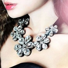 SALE Europe Pop 3 Colors Hot High Quality Fashion Jewelry Flower Crystal Choker Necklace For Woman