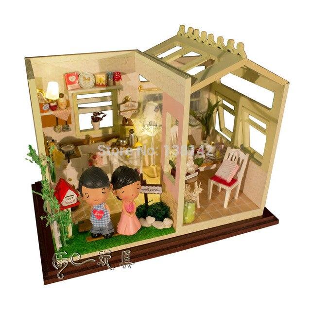 Superior PH001 Puppenhaus Küchenmöbel (senden Puppen, Staubschutz, Lichter,  Spieluhr) Puppenhaus Miniaturen Spielzeug