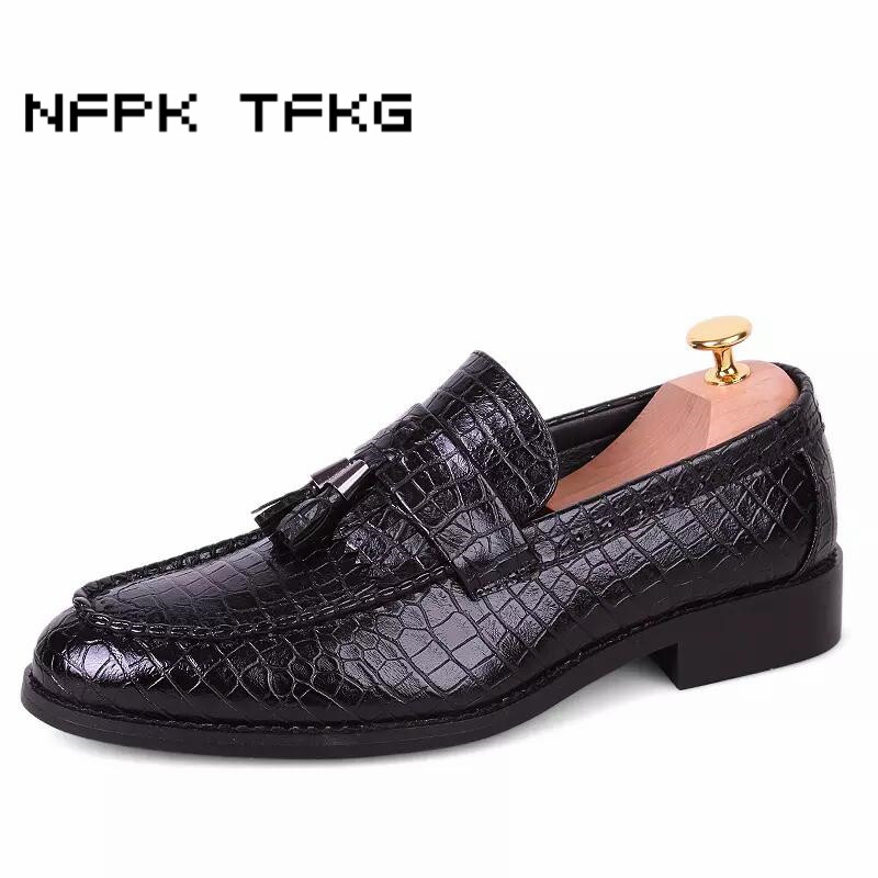 men fashion alligator genuine leather brogue shoes slip on vintage carved bullock tassel flats shoe oxford wedding club dresses bullock luxury carved patent leather men shoe business brogue genuine leather casual shoes men flats oxford shoes big size 38 48