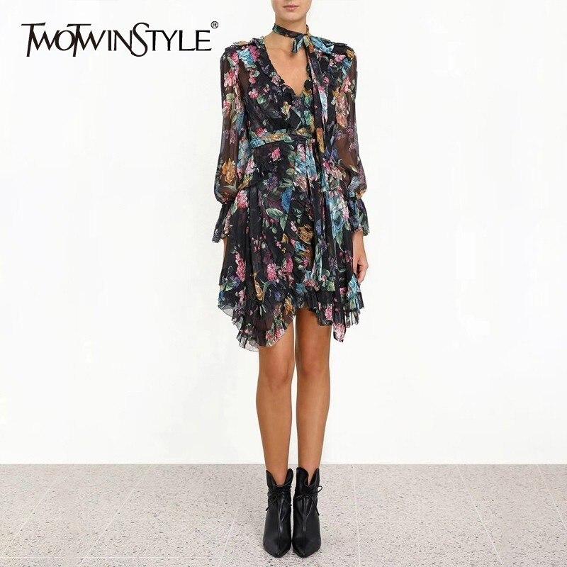TWOTWINSTYLE w stylu Vintage drukuj Mini sukienka dla kobiet V Neck Flare rękawem wysoka talia Ruffles bandaż sukienki kobiet 2019 lato w Suknie od Odzież damska na  Grupa 1