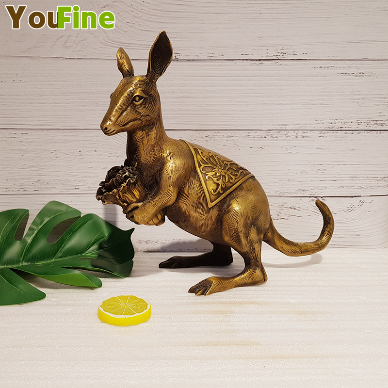 Bronze kangaroo sculpture pure copper kangaroo copper mouse holding cabbage holding a pair of crafts ornaments can be placed in Statues Sculptures from Home Garden