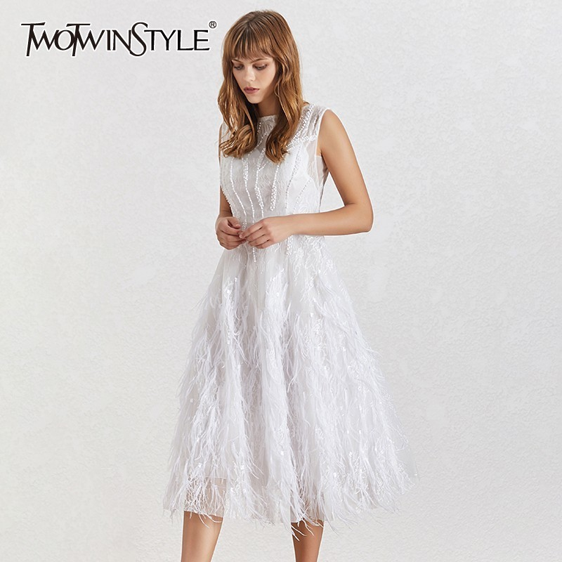 TWOTWINSTYLE 2019 Fashion New Party Dress Women O Neck Sleeveless Feathers Backless Slim Solid Ball Gown