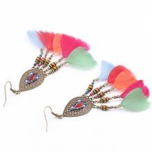 70489872b54c Nuevo estilo de las mujeres populares niñas pluma pendientes de gancho  larga borla pendientes de gota Bowknot cuentas .