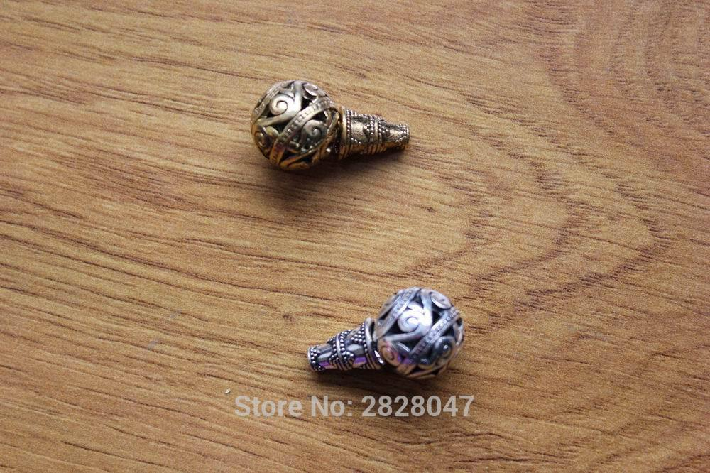 Beads BD0107 Handpade Nepal Hollow Guru Beads 15 mm mm برنج و تبت نقره ای تبت سه تایی برای Malas 2 PCS Lot