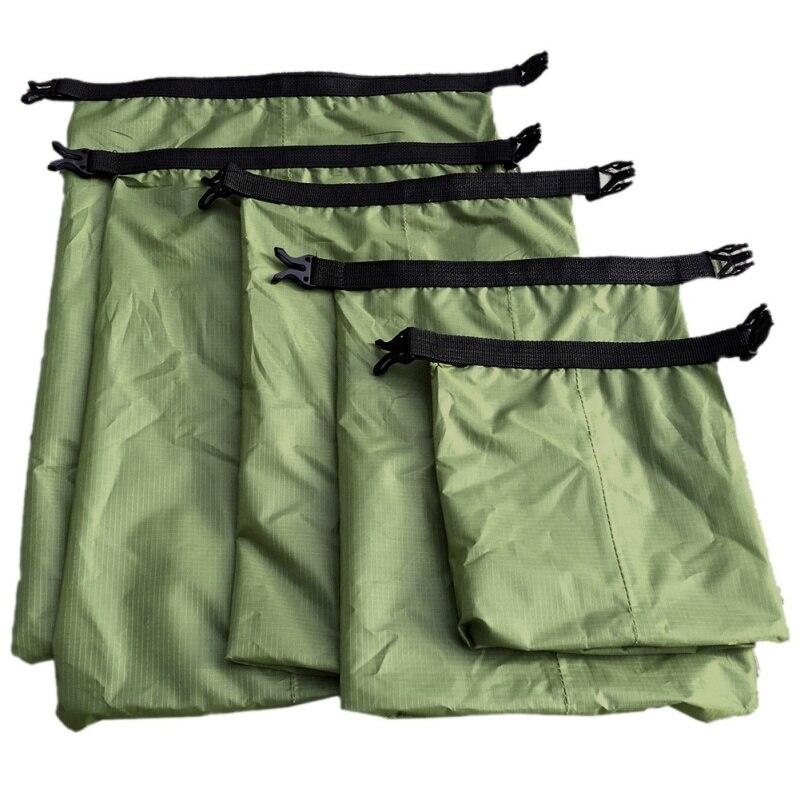 5 piezas un conjunto al aire libre impermeable bolso Camping Rafting de almacenamiento de bolsa con correa ajustable gancho nuevo