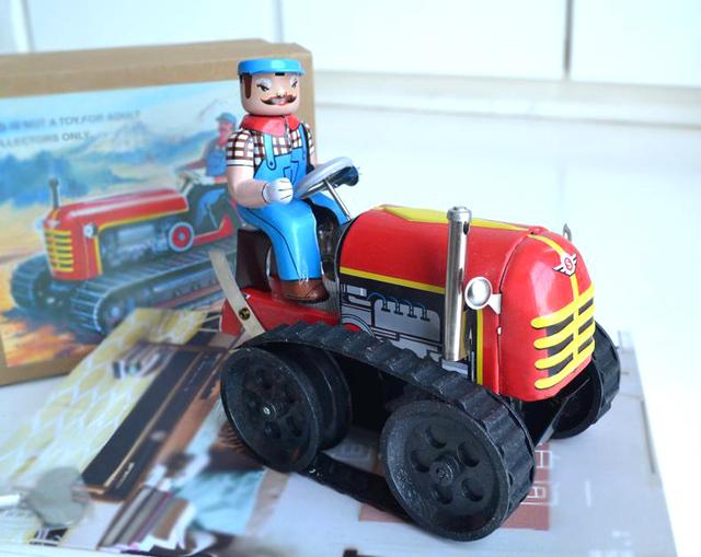Hojalata reloj Retro juguetes estaño reloj clásico tractor tractores Rare collectibles