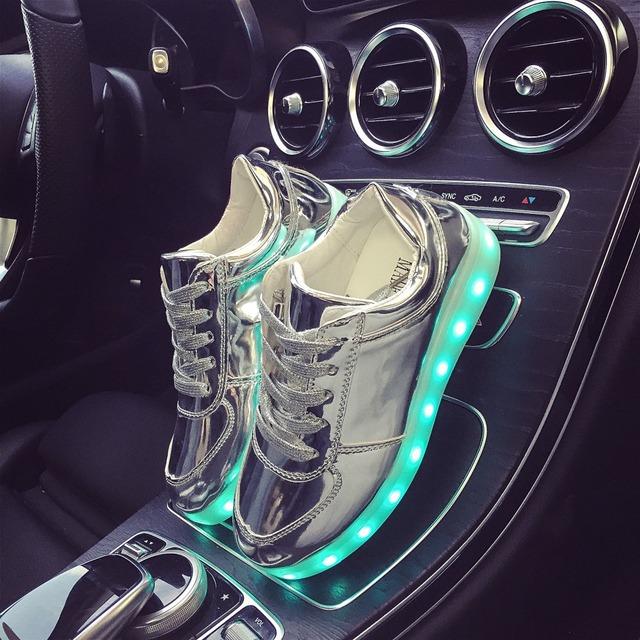 Venta al por mayor niños grandes niños niñas shoes plata brillante ilumina led luminoso colorido único casuales niños zapatillas de deporte de neón tq6078