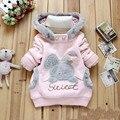 2015 bebés embroma la capa caliente del invierno abrigos niños chaqueta con capucha suéter conejito rosa y gris 2-6Y