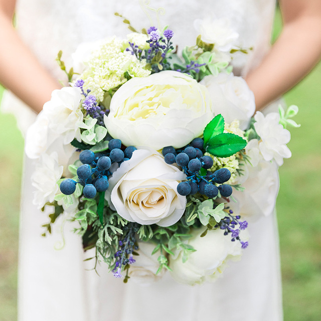 2018 New Vintage Wedding Flower Bridesmaid Bridal Bouquet Artificial Cream White Rose Blue Berry