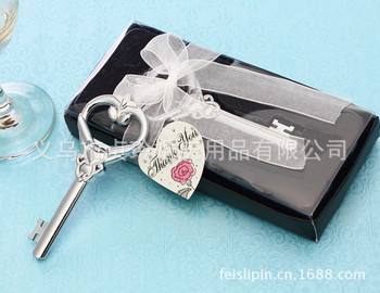 The new bridal wedding wedding creative reciprocate gifts Victoria love key bottle opener