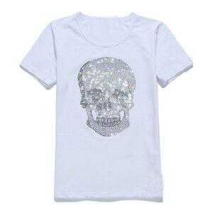 Image 2 - Herren Shinning Schädel Heißer Bohren T Shirt Schwarz Baumwolle Kurzarm Hohe Qualität Strass Schädel T Shirt Top T Mode Kleidung