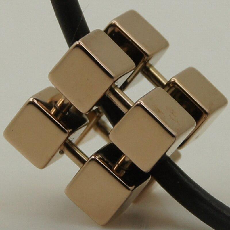 Plaqué or rose cube géométrique magique sport hi-tech collier pendentif en tungstène résistant aux rayures