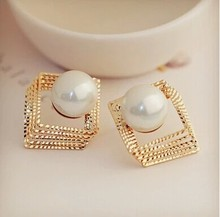 Factory price wholesal Women Pearl Earrings bijoux beautiful stud earrings fashion jewelry wholesale gift white pearl Earring the italian baroque retro process big pearl earrings stud earrings wholesale handmade earrings jewelry factory