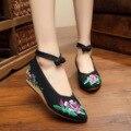 2016 Nueva Primavera bordado Zapatos de las mujeres solteras de edad Beijing moda casual Floral de Baile Lona Caminar, Además de Zapatos de tamaño 41