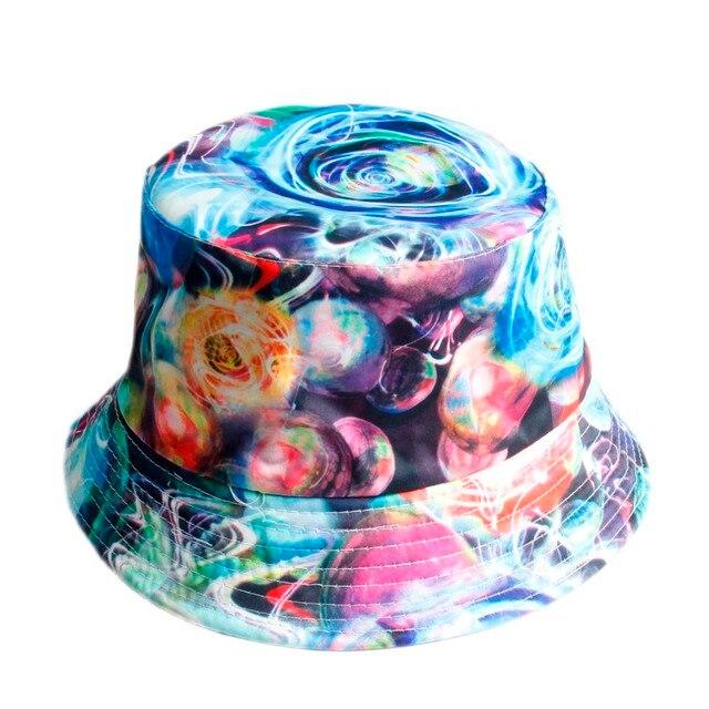 18 Cor do Verão Fantasia Galaxy Estrela Balde Chapéus para Homens Mulheres  Panamá Chapéu De Pesca 0d5ad70ef8d