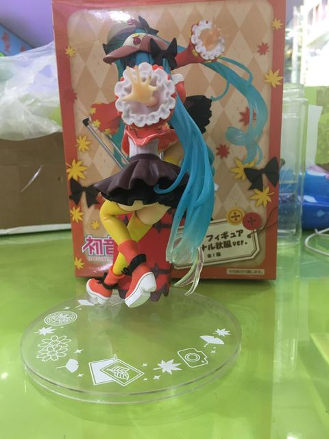 Taito Miku Hatsune Future Seasons Autumn Clothing Luggage Pvc Action Figure Collectible Model Toy Girl Kids Lover Christmas Gift