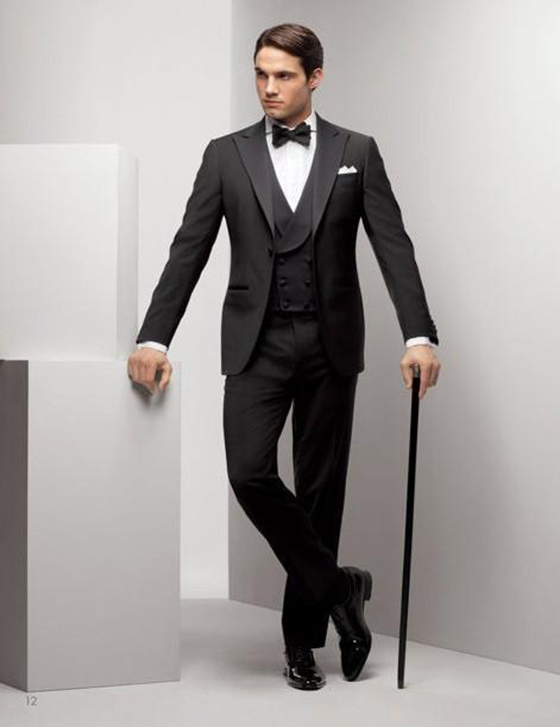 Smart Casual attire is something that many men look forward to donning on the weekends. But just because a situation calls for casual wear does not mean that men should stretch their limits too far. Smart Casual is comfortable but it does not mean that you have to wear .