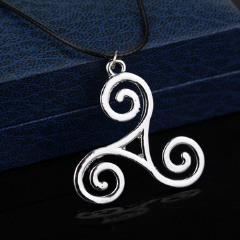 Teen Wolf triskel Necklace Werewolf Boy Pendant Necklace Jewelry Metal Delicate Accessories for Men Women Cosplay