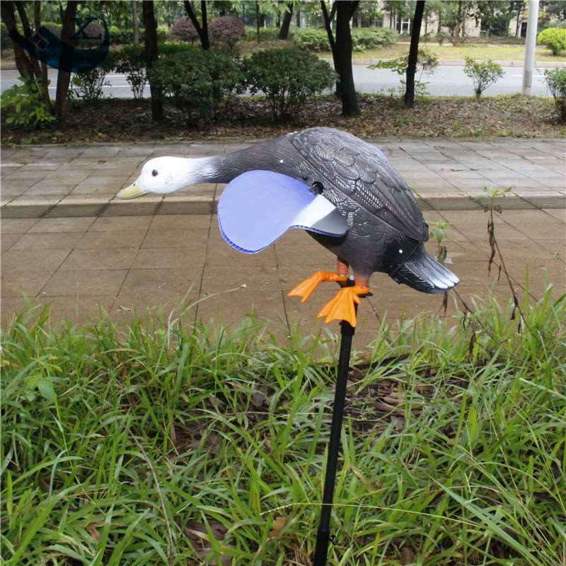 ФОТО Xilei Wholesale Dc 6V Remote Control Hdpe Plastic White Head Decoy Hunting With Magnet Spinning Wings
