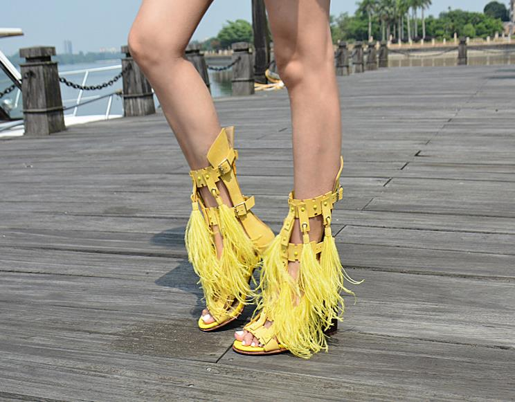 цена 2018 Summer Tassel Hollow Women's Shoes Thick Heel Sandals Back Zipper Studded Sandals в интернет-магазинах
