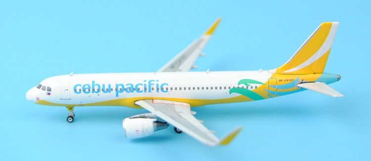 new Fine Phoenix 1: 400 11243 Cebu Pacific Airlines A320-200 / w RP-C4107 Alloy aircraft model Collection model Holiday gifts
