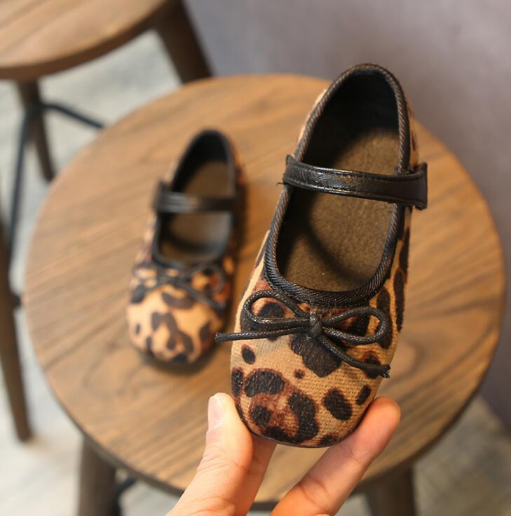 New Girls Shoes Korean Leopard Print Bow-knot Princess Leather Shoes Childrens Soft-soled Antiskid Babys Single ShoesNew Girls Shoes Korean Leopard Print Bow-knot Princess Leather Shoes Childrens Soft-soled Antiskid Babys Single Shoes