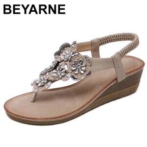 Image 1 - BEYARNE sandalias de cuña para mujer, chanclas bohemias Oxford con flor de cristal a la moda, sandalias de playa suaves étnicas 35 42E614