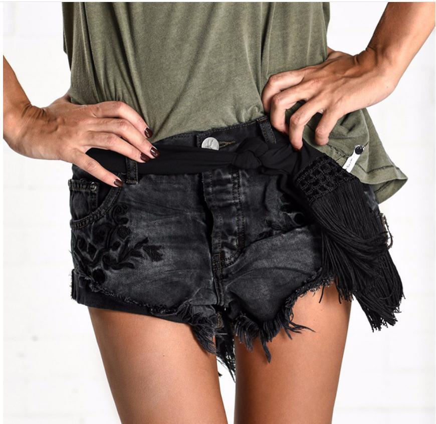 2020 Summer Embroidery Tassel Shorts Irregular Casual Denim Short Black Curling New Jeans Short Middle Waist S/3Xl Shorts J2097