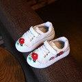 Outono das crianças shoes meninas sneaker moda casual shoes com flor bordados feitos à mão meninas crianças respirável shoes