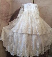 Blanco vintage granos del cordón del bebé niñas traje de bautizo bautismo dress con el capo 2017 personalizada de alta calidad
