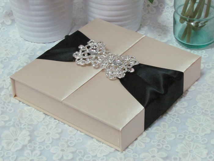 Item Code HI2014 Luxury Gate Fold Silk Box Wedding ...