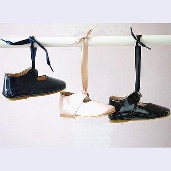 PU cuero bebé mocasines sandalias para bebé ahuecar hacia fuera zapatos de bebé Chaussure recién nacido con cordones sandalias de bebé niñas