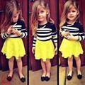 2017 Nuevos niños ropa casual niñas de manga larga a rayas de la camiseta + falda de encaje amarillo conjunto de moda de verano para niños de algodón ropa 17F222