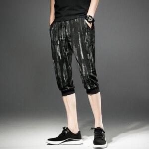 Image 5 - شحن مجاني جديد الذكور الرجال رجل الأزياء اقتصاص السراويل الصيف كبيرة الحجم الكورية أسود فضفاض رقيقة العجل طول السراويل