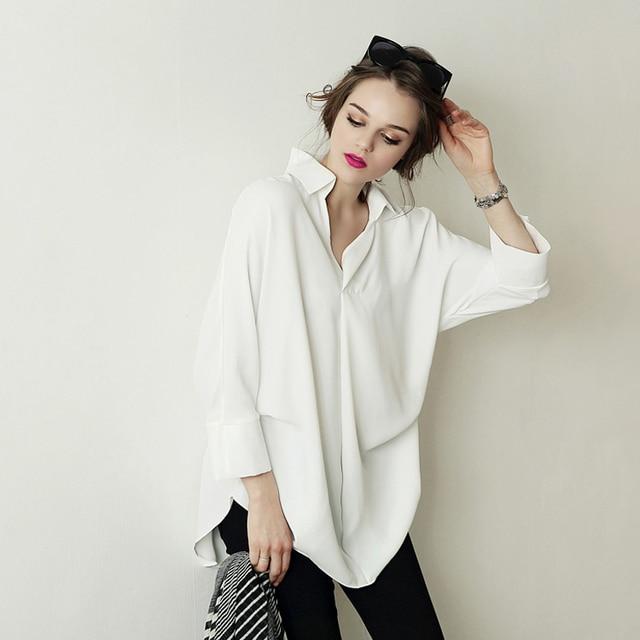 e10f0bd76 O charme de uma camisa branca. Uma peça atemporalVogueBrazil ...