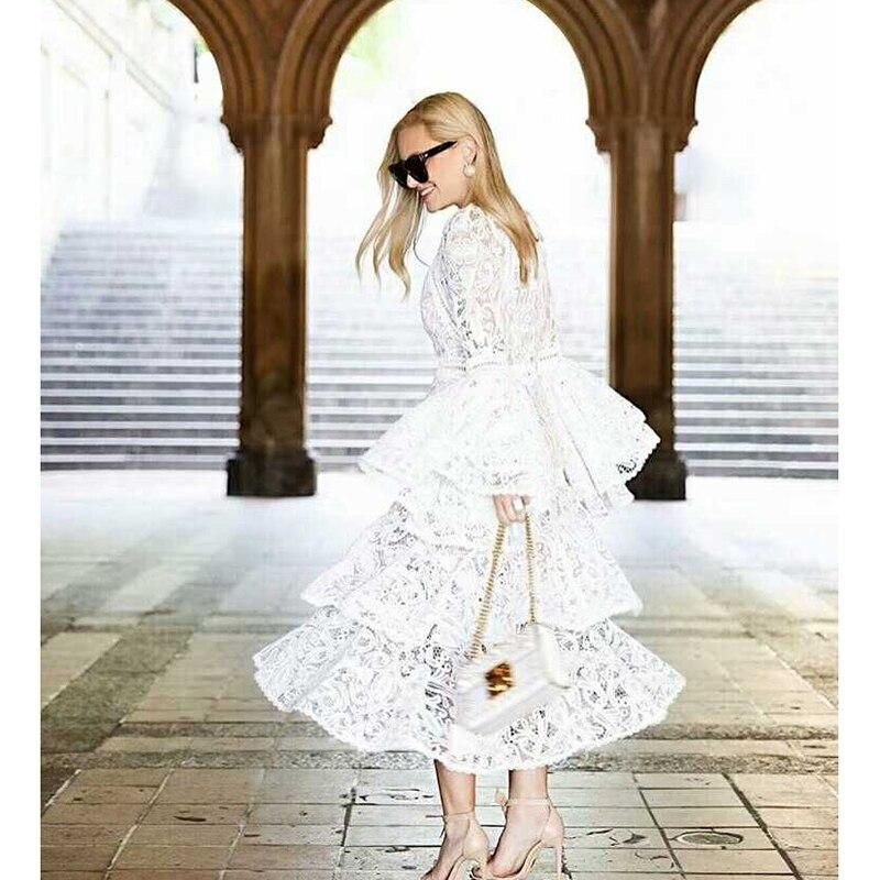 Kadın Giyim'ten Elbiseler'de YÜKSEK KALITE Yeni Moda 2018 Tasarımcı Pist Elbise kadın Parlama Kollu Dantel Basamaklı Fırfır Elbise'da  Grup 1
