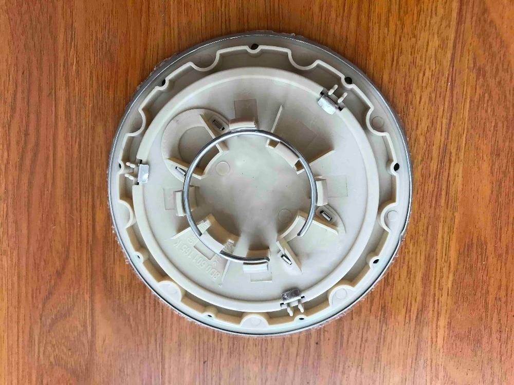 רכזת כובע מרכז גלגל חדש 4 יחידות OEM 8D0601165K לאאודי A2 A3 A4 A6 A8 TT S6 RS6