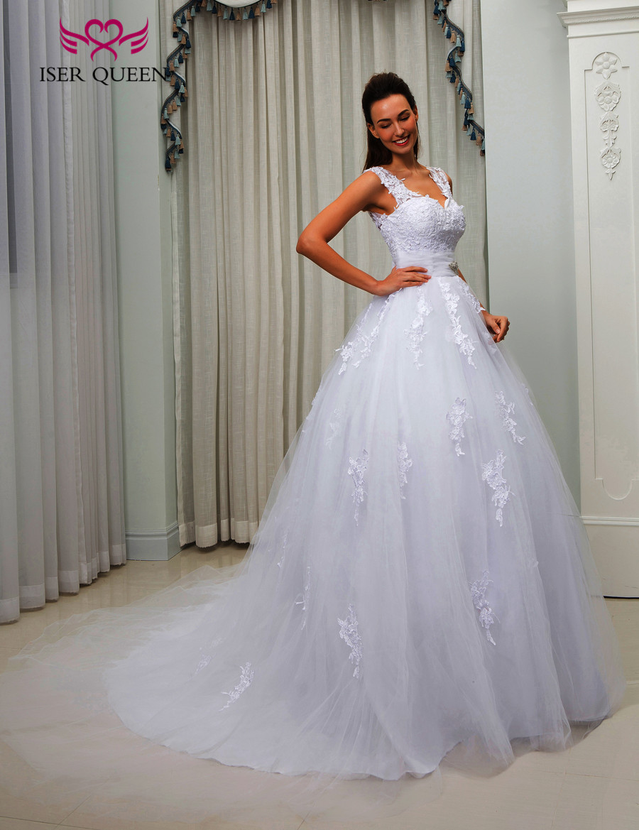 With Crystal Sashes Button Back Court Train Wedding Dress Gown V neck Embroidery Appliques Dubai Vintage Wedding Dresses