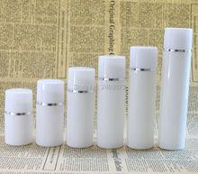 30ml 50ml 80ml 100ml פלסטיק ומחניק בקבוק עם כסף קו ריק קוסמטי מכולות לבן כובע קוסמטי אריזה 10 יח\חבילה