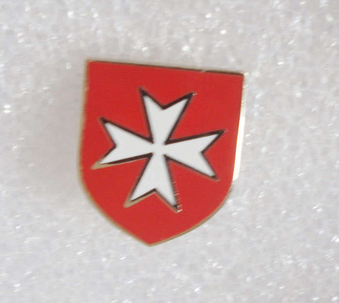 Red Maltese Cross with Skull lapel pin Mason