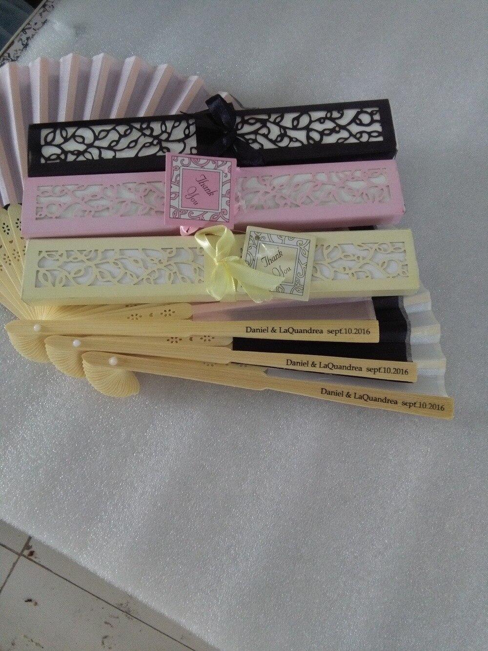 50 stks/partij Gepersonaliseerde Luxe Zijde Fold kant Fan in Elegante Laser Cut Gift Box + Feestartikelen/bruiloft geschenken + afdrukken-in Feest bedankjes van Huis & Tuin op  Groep 3