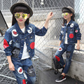 Девушки 2016 новая Весна осень Стиль Красные губы ковбой костюм случайных дети комплект одежды Джинсовой куртке + Жан пант из двух частей джинсовой набор