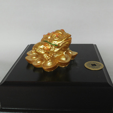2017 HOT Sales New Golden Three Legs Frog Lucky Toad Statue Home Decoration Feng Shui for