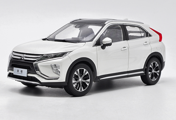 1:18 Diecast Model for Mitsubishi ECLIPSE CROSS 2018 White SUV Alloy Toy Car Miniature Collection Gifts 1:18 Diecast Model for Mitsubishi ECLIPSE CROSS 2018 White SUV Alloy Toy Car Miniature Collection Gifts