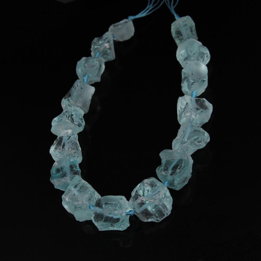 Cuentas de cuarzo Natural azul claro, Colgante de Piedra perforadas de en medio cuarzo crudo, cuentas de pepita de aproximadamente 16 uds/hilo