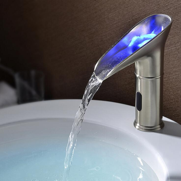 все цены на Copper sink basin faucet LED lamp water tap, Bathroom single hole wash basin sense faucet, Chrome Plated infrared sense faucet