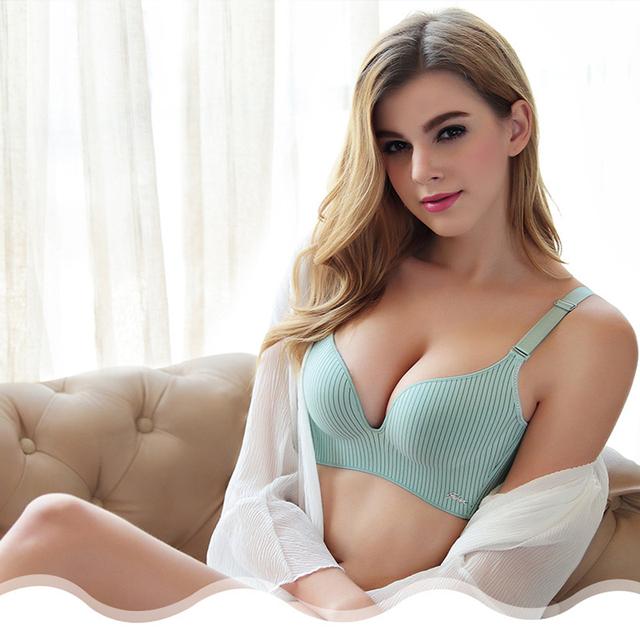 Sexy and Soft Women's Fashion Underwear Set..
