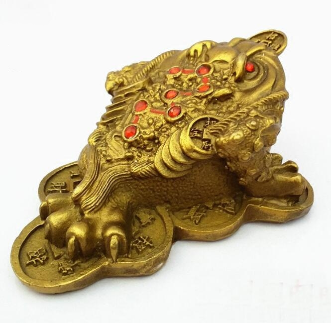 Chinese Brass Carving Golden Toad Living Room Yuanbao Coin Fengshui Wealth Decoration Animal Statue