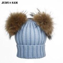 Абсолютно Естественный Цвет Меха Енота Помпоном Зимняя Шапочка Hat для женщин Меха Мяч Skullies Шапочки для Мужчин